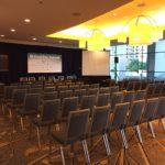 leerer Konferenzsaal beim Enabling Summit