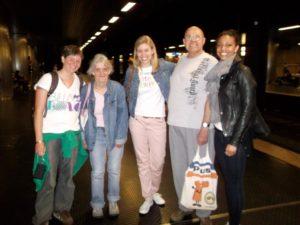Gruppenbild an der U-Bahnhaltestelle