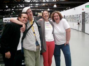 Piksl- und Lorealmitarbeiter besuchen eine Ausstellung