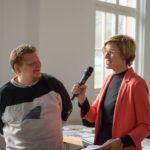 PIKSL-Mitarbeiter wird interviewt